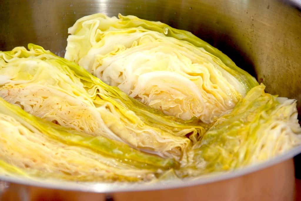 Dampet spidskål med honning og citron