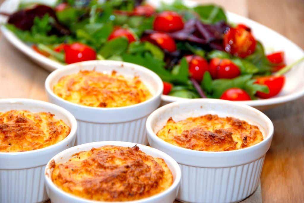 Bagt Kartoffelmos Med Æg hvidløgsmos (kartoffelmos med hvidløg) - madens verden
