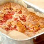 billede med kage med rabarber rabarberkage