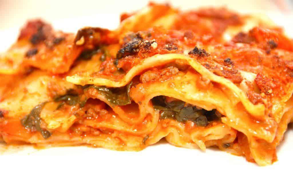 Lasagne med spinat og lækker kødsovs