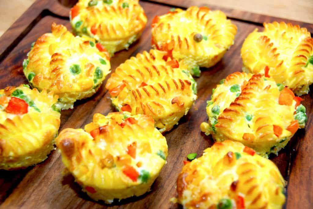 Pastamuffins - bagt pasta i ovn med grøntsager