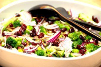 Broccolisalat med bacon – grundopskrift