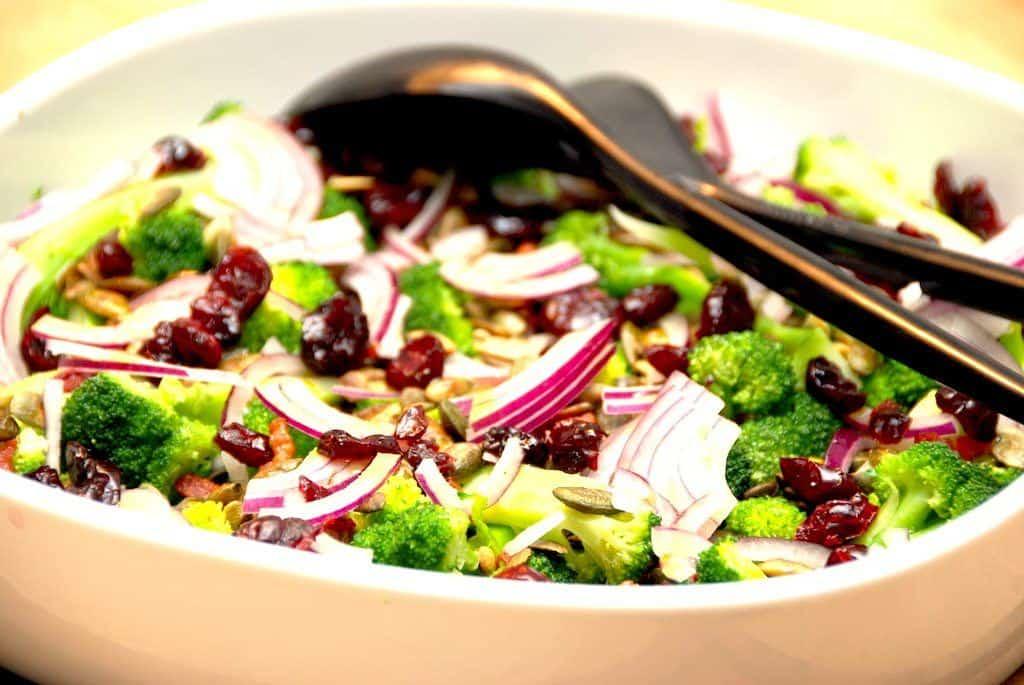 Broccolisalat med bacon - grundopskrift