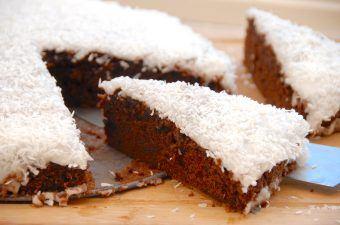 Opskrift på chokoladekage med glasur og kokos