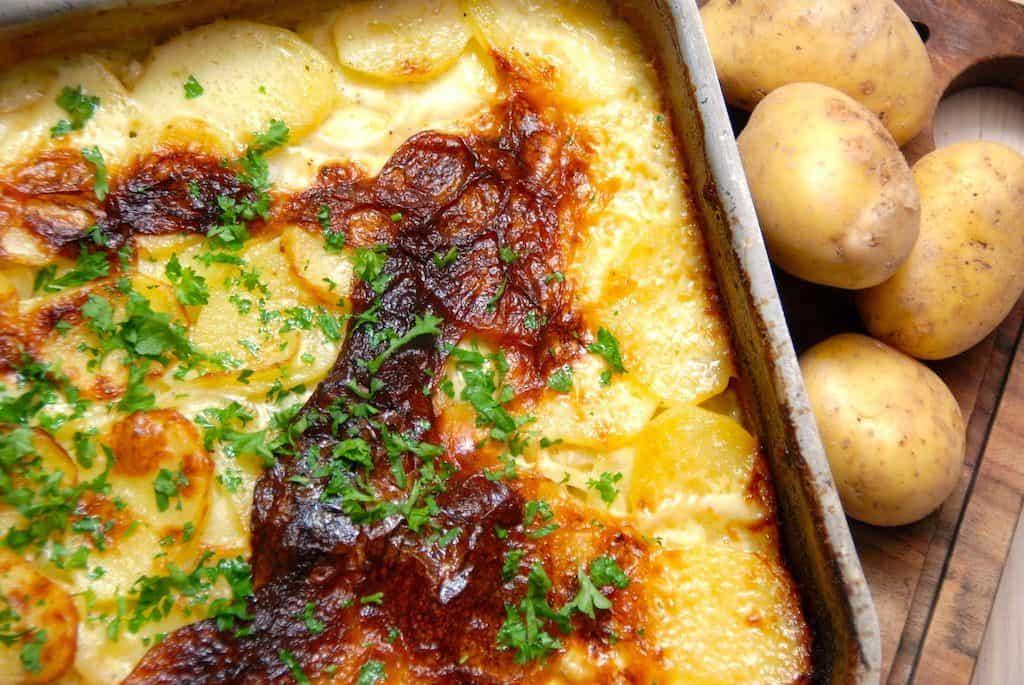 billede med flødekartofler i fad