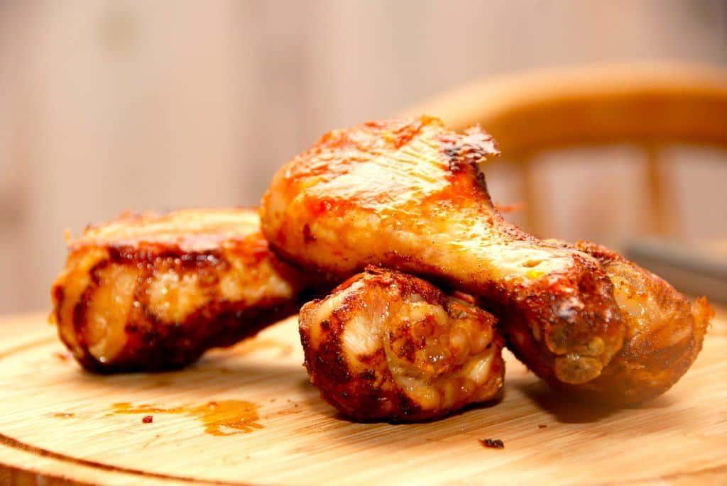 Ovnstegte kyllingelår med paprikamarinade