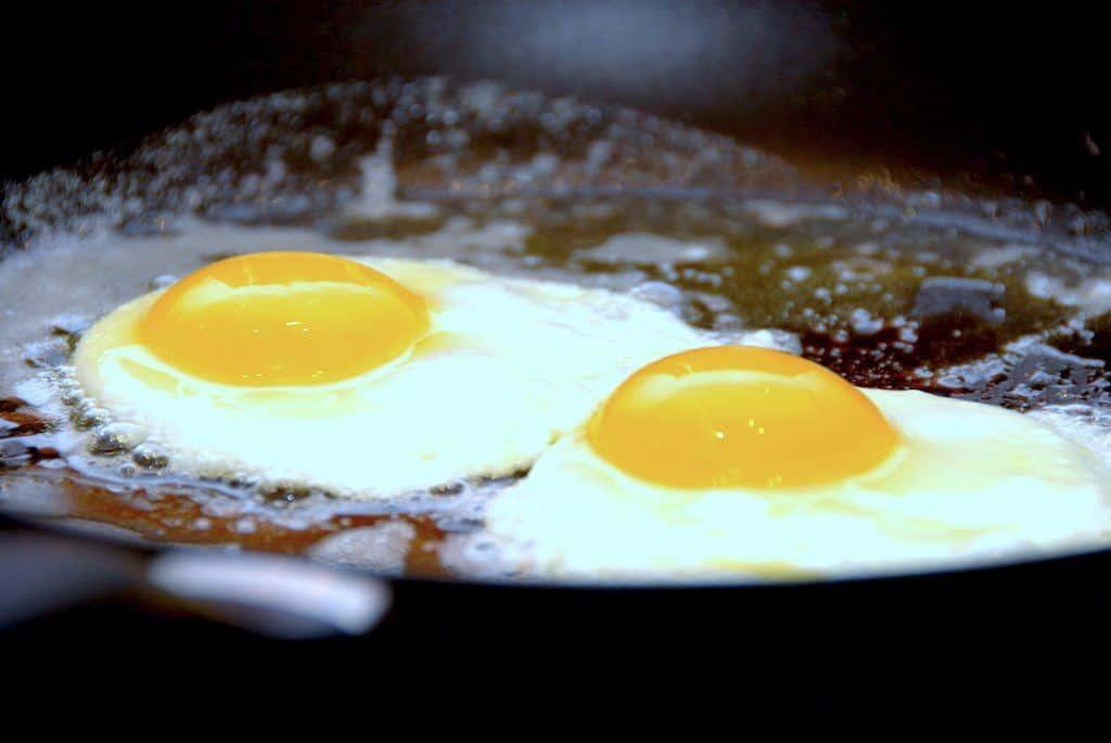 Spejlæg – sådan laver du perfekte æg på panden