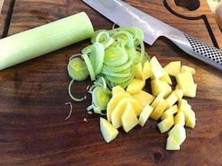 ingredienser til kartoffel porre suppe