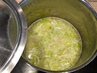 kartoffel porre suppe koges mør under låg