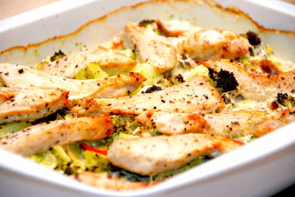 Kylling med broccoli og pasta i flødesovs