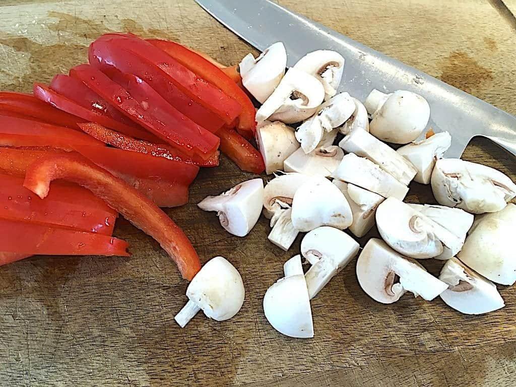 billede med peberfrugt og champignon til gullasch