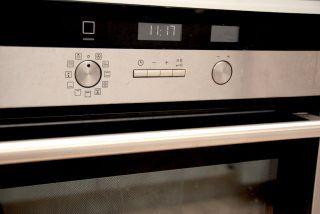 Rengøring af ovn: Så nemt rengør du ovnen med 3 ting