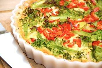 billede med grøntsagstærte