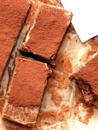 Nem italiensk chokoladekage med rigtig chokolade