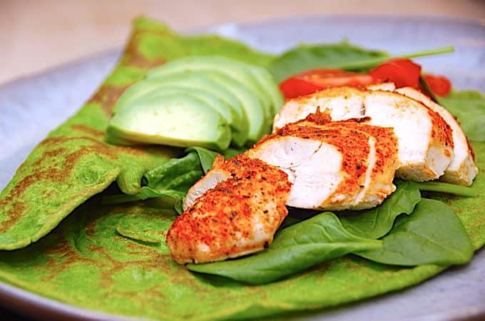 spinatpandekager med kylling og avocado