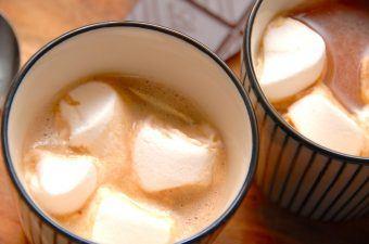 Varm kakao med skumfiduser (marshmallows)