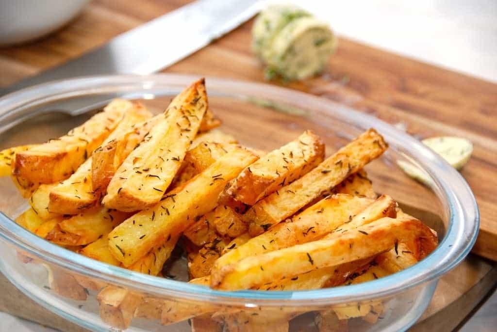 Intervalstegte pommes frites i ovn – lavet af bagekartofler