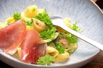 Nem og hurtig pasta carbonara med squash