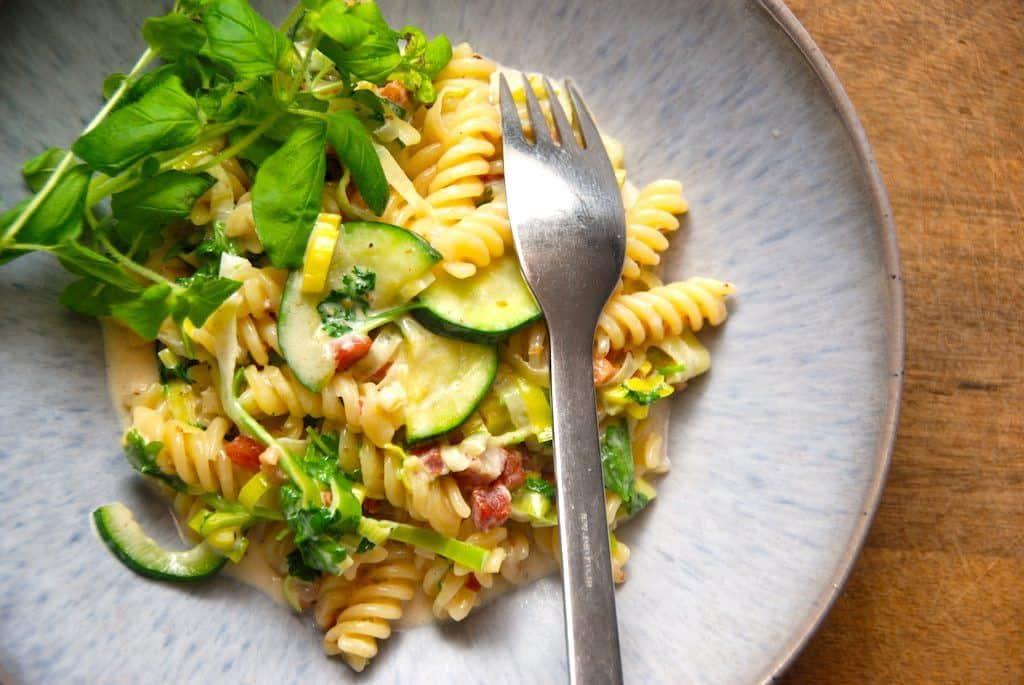 Squashsauce med porrer og pasta