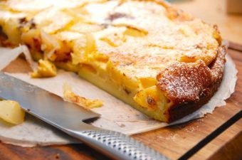 Clafoutis med pære og chokolade – dessertkage