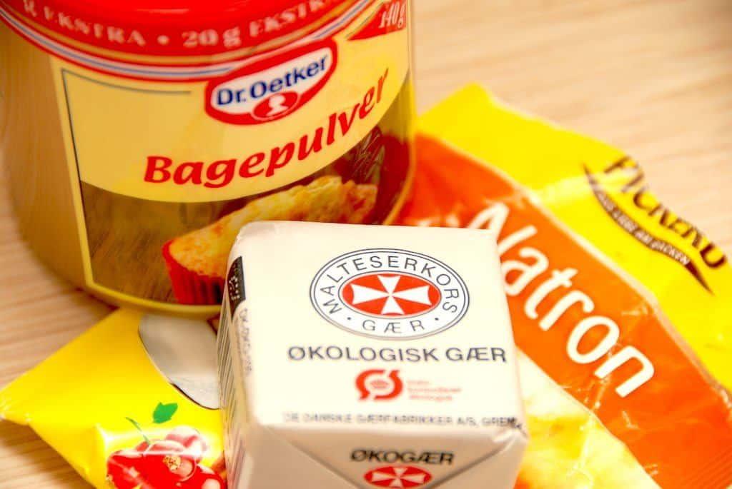 Hævemidler bruges selvfølgelig i til bagning af kager og brød, men der er forskel på gær, bagepulver og natron. Og de bruges på forskellig vis, hvor gæren især velegnet til boller og brød, men natron og bagepulver primært anvendes til småkager og den slags. Foto: Madensverden.dk.