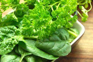 billede til artikel om at genopvarme mad med spinat og persille
