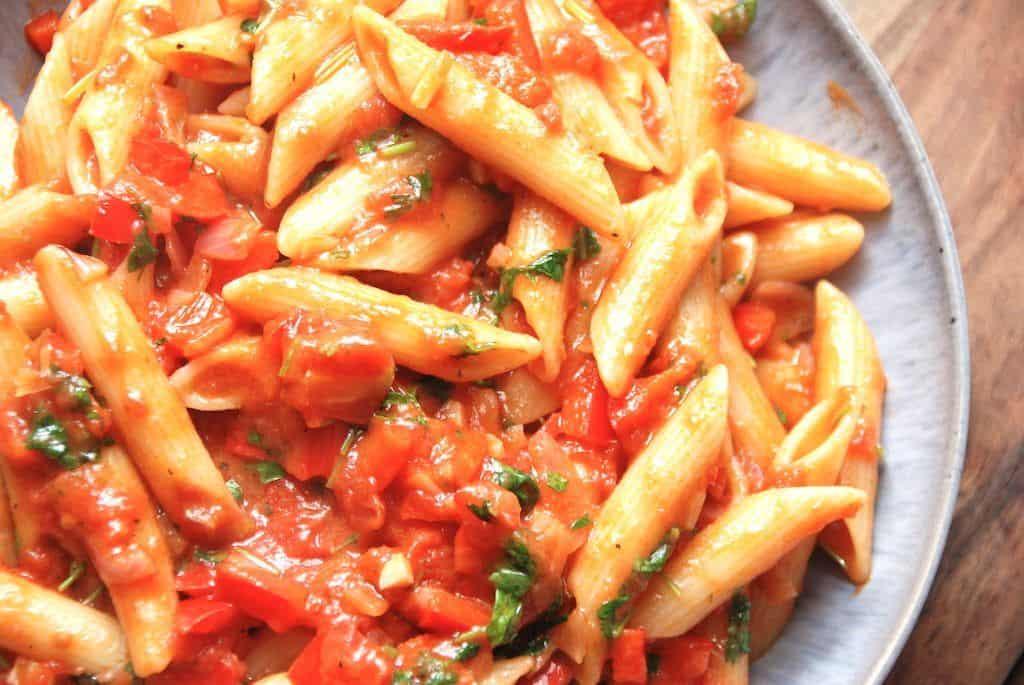 Verdens nemmeste tomatsovs til pasta