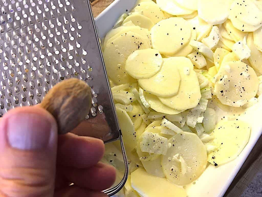 billede med muskatnød til flødekartofler