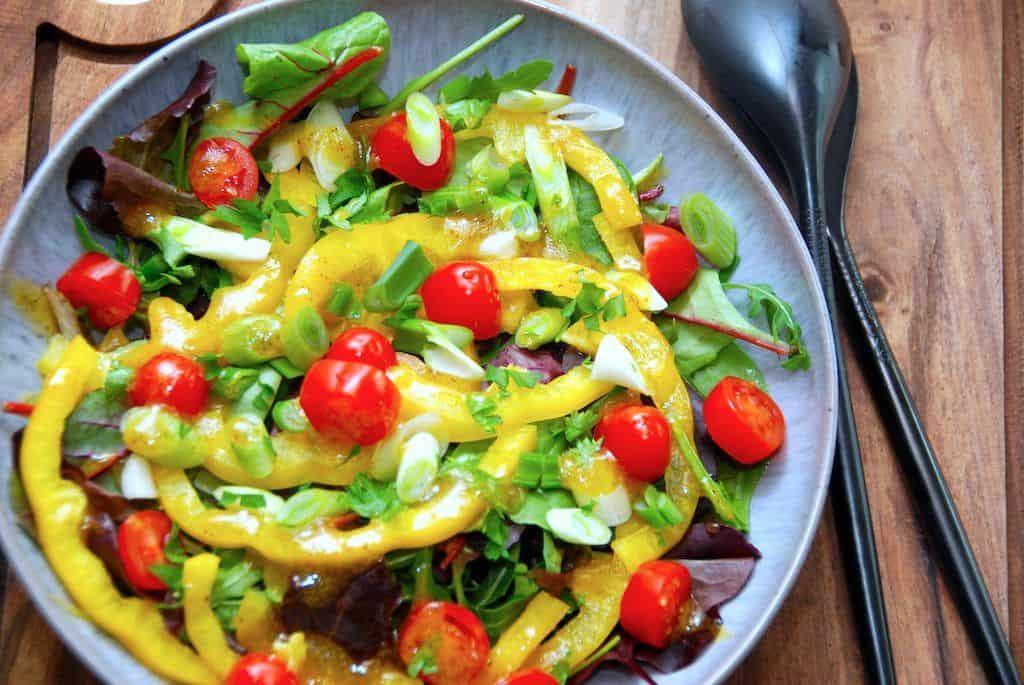 Salat med peberfrugt og lækker vinaigrette