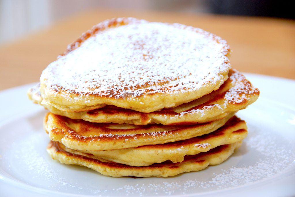 Små og tykke pandekager med kærnemælk