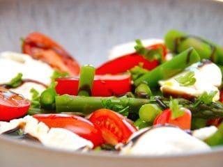 Billede resultat for aspargessalat med tomater og mozzarella
