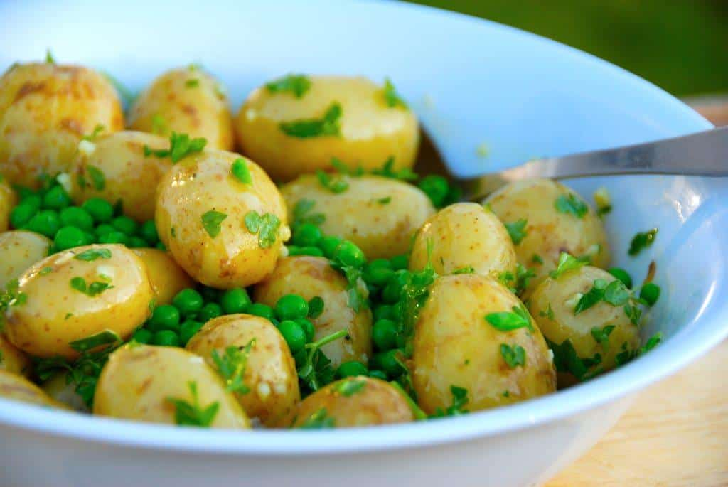 Opskrift på kold kartoffelsalat med ærter