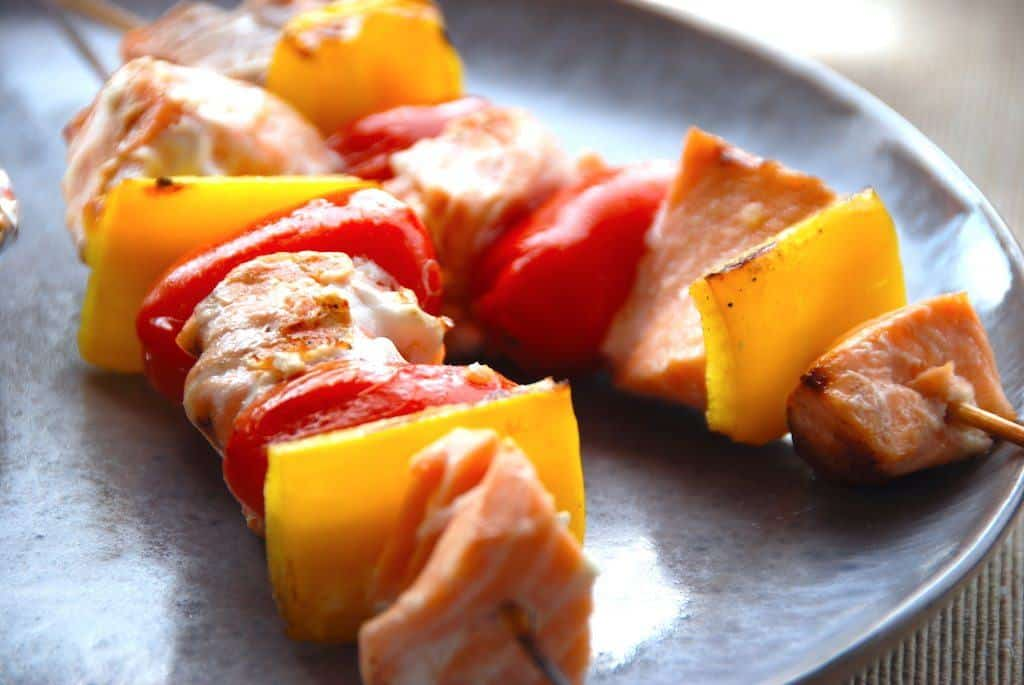 Laksespyd med peberfrugt og tomater (til grill)