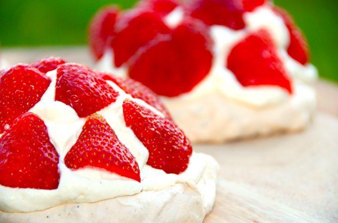 Billed resultat for mini pavlova md jordbær