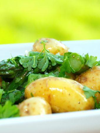Nem kartoffelsalat med asparges og persille