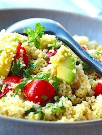 Couscous salat med avocado og dressing