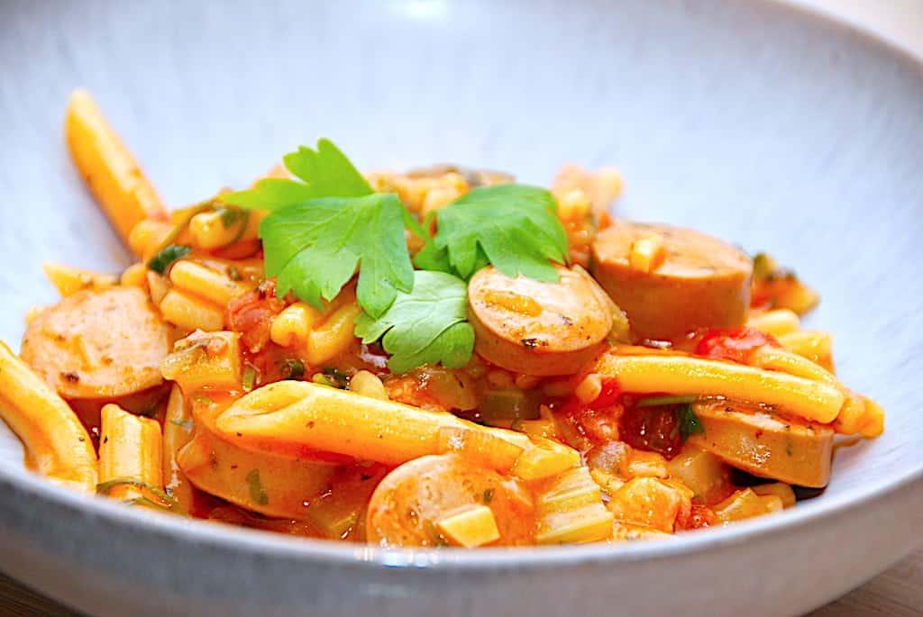 One pot pasta med bacon  og pølser