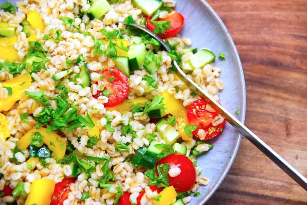 Opskrift på nem salat med perlespelt