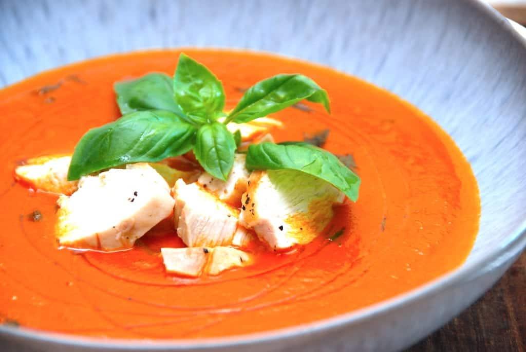 Ekstra cremet og hjemmelavet tomatsuppe med kylling