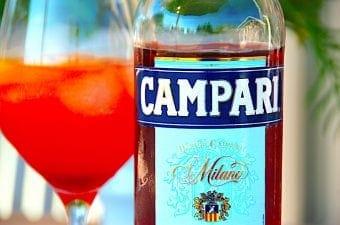 Billede med campari flaske og drink