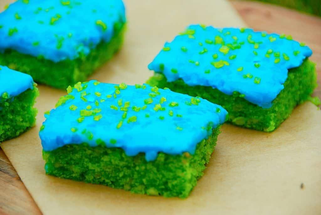 Billede med grøn kage bladankage og giftkage