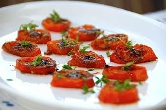 Billede med intense tomater