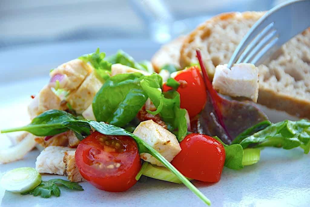 Kalkunsalat – nem salat med kalkun og karrydressing
