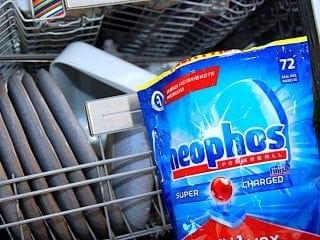 Billede med opvaskemaskine og opvasketabs