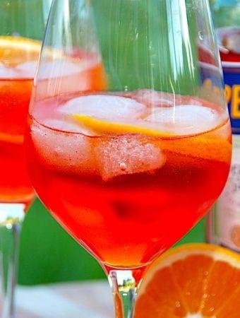 Opskrift på Aperol Spritz med mousserende vin eller hvidvin