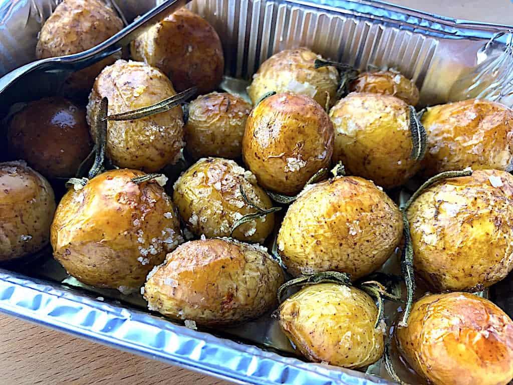 Bagte nye kartofler med rosmarin i ovn eller grill