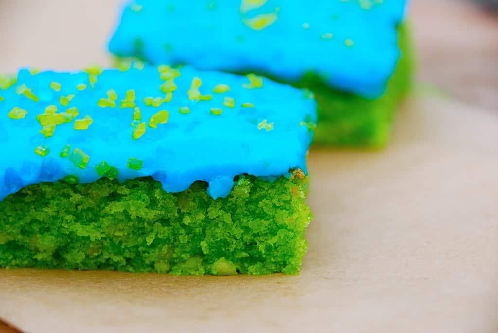 grøn kage med bå glasur