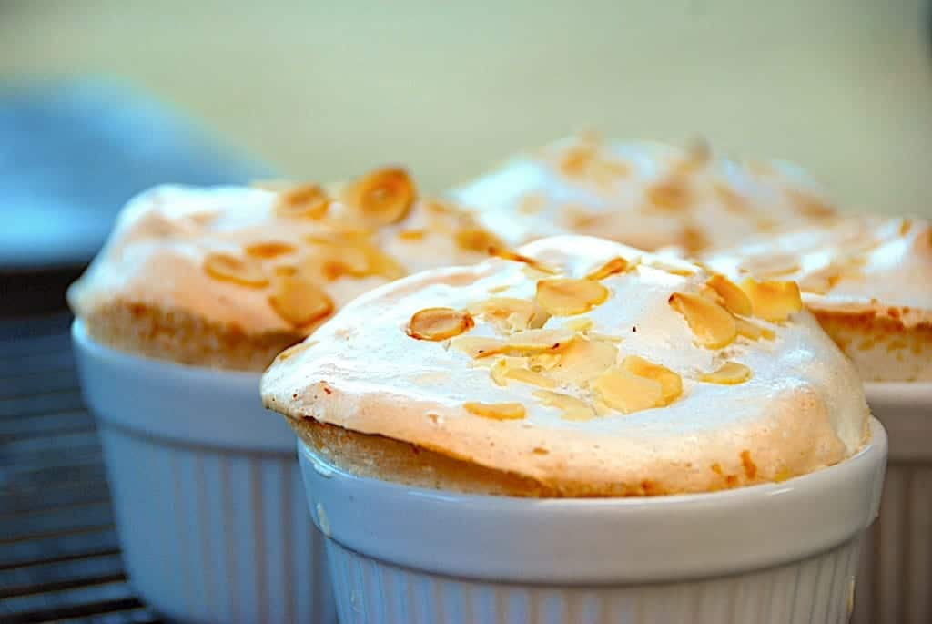 Rabarber med marengs - nem dessert i grill eller ovn | Madens Verden