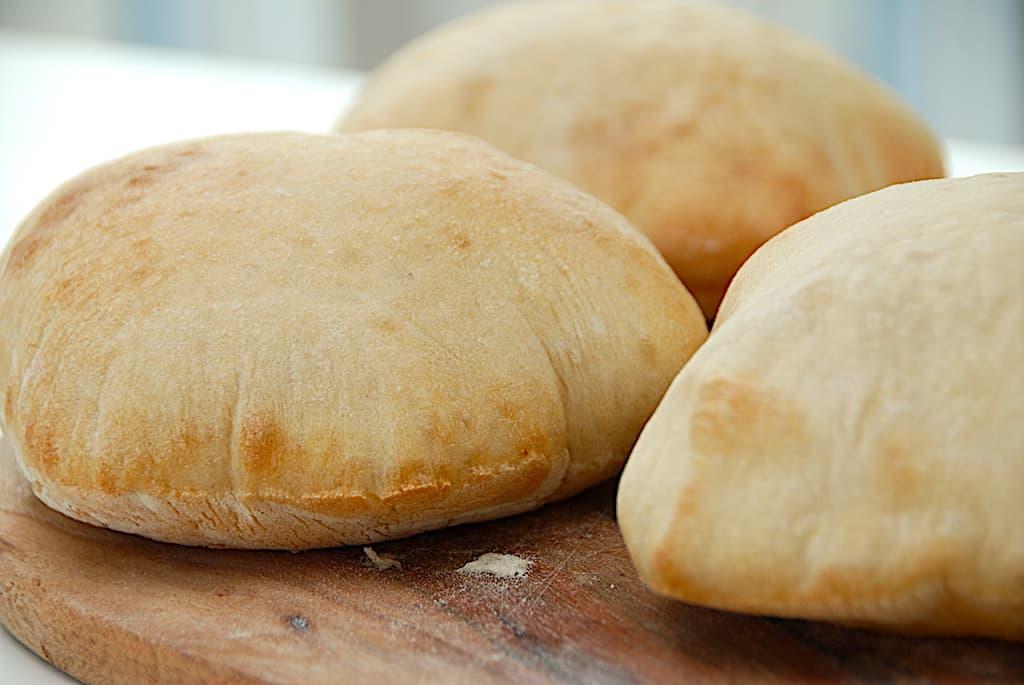 Pitabrød - opskrift på pita brød der bliver store og luftige