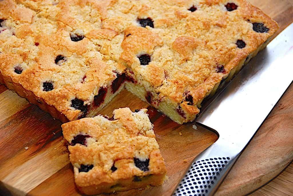 Brombærkage - nem kage med brombær og crumble